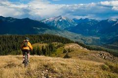 Aventura de la bici de montaña Fotos de archivo libres de regalías