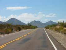 Aventura de la carretera del desierto Imágenes de archivo libres de regalías