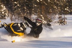 Aventura de la moto de nieve Imagenes de archivo