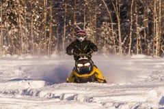 Aventura de la moto de nieve Fotografía de archivo libre de regalías