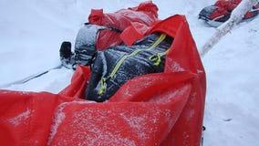 Aventura del esquí del invierno en Lappland almacen de metraje de vídeo
