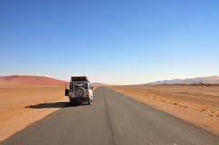 Aventura del jeep del desierto Imagen de archivo libre de regalías