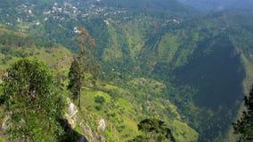 Aventura del viaje Visión desde Ella Rock en Sri Lanka Cacerola vertical almacen de video