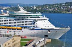 Aventura do navio de cruzeiros dos mares imagem de stock