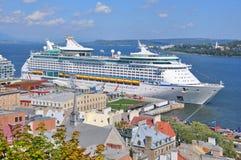 Aventura do navio de cruzeiros dos mares imagem de stock royalty free
