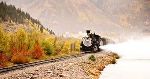 Aventura do trem da montanha rochosa foto de stock royalty free