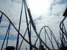 Aventura em um roller coaster fotografia de stock