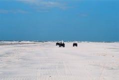 Aventura en la playa abandonada Imágenes de archivo libres de regalías