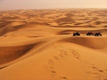 Aventuras en las dunas de arena namibianas Imágenes de archivo libres de regalías