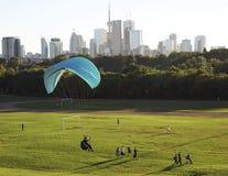 Aventuras urbanas en la zona verde de Toronto - Ontario octubre 2,2013 fotografía de archivo