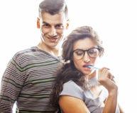 Aventure amoureuse au travail, aux jeunes jolis couples, à l'homme et à la femme ensemble d'isolement sur le fond blanc, commis d Photographie stock libre de droits