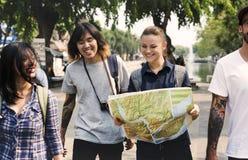 Aventure de randonneur de voyage d'amis ensemble Image stock