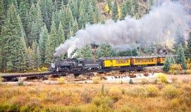 Aventure de train de montagne rocheuse images libres de droits