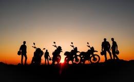 aventure, excursion et bonheur des motocyclistes photo libre de droits