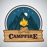 Aventure rétro Logo Vector Illustration rond de montagne de feu de camp Calibre pour camper, activité de vacances d'aventure illustration stock
