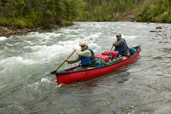 Aventure rapide de canoë-kayak de rivière en Alaska à distance Photo stock