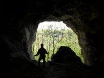 Aventurero en la cueva fotos de archivo libres de regalías