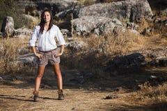 Aventurero vestido chica joven Foto de archivo libre de regalías