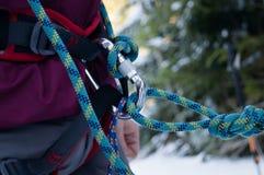 Aventures d'hiver Carabiners et corde carpathiens l'ukraine photos libres de droits