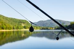Aventures de pêche, pêche de carpe Le profil de la vitesse pour carpfishing, se ferment d'une installation de cheveux photographie stock libre de droits