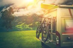 Aventures de voyage de campeur image stock