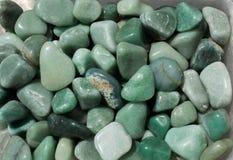 aventurineädelstenstenen som naturlig mineral vaggar arkivbild