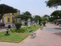 Avenue dans le secteur de Barranco de Lima, Pérou Image libre de droits