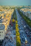 Avenue de Champs-Elysees Vue du haut d'Arc de Triomphe Image stock