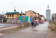 Avenue de Chumbarova-Luchinskogo de piéton dans Arkhangelsk, Russie Photo stock