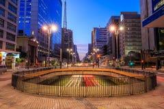 Avenue de Paulista au crépuscule à Sao Paulo Images libres de droits