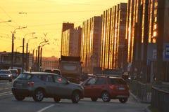 Avenue de Shlisselburgsky au coucher du soleil, St Petersburg Image stock