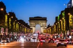 Avenue des Champs Elysees και Arc de Triomphe τη νύχτα Παρίσι, Φ Στοκ εικόνες με δικαίωμα ελεύθερης χρήσης