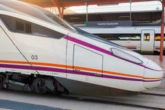 Avenue espagnole de train à grande vitesse dans la station de Chamartin Images libres de droits