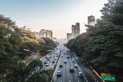 Avenue 23th le mai Avenida 23 de Maio à Sao Paulo, Brésil Photo stock