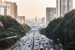 Avenue 23th le mai Avenida 23 de Maio à Sao Paulo, Brésil Images stock