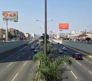 Aveny i en stad Arkivfoto
