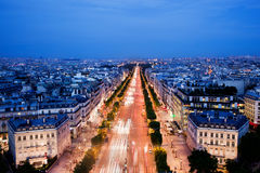 Avenydes Champs-Elysees i Paris, Frankrike på natten Fotografering för Bildbyråer
