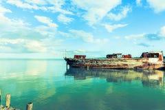 Averiado y perdiendo lejos en el brazo de mar del Támesis Fotografía de archivo libre de regalías