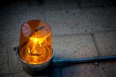 Avertissement vigilant orange de concept de détail d'objet de plan rapproché de lumière de secours photos libres de droits