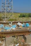 Avfall i natur arkivfoto