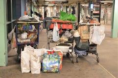 Avfall i New York City gångtunnelstation arkivfoton