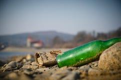 Avfall på stranden fotografering för bildbyråer