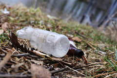Avfall parkerar in på våren Arkivfoton
