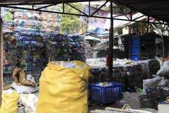 Avfalls återanvänder facket Royaltyfri Foto