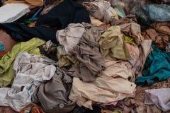 Avfalls från avskräde, som degraderas av naturligt, betyder royaltyfria foton