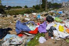 Avfalls från avskräde, som degraderas av naturligt, betyder fotografering för bildbyråer