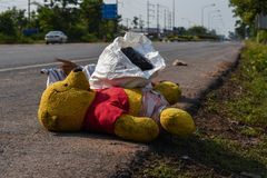 Avfalls från avskräde, som degraderas av naturligt, betyder arkivbild