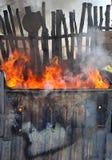 Avfallscontainerbrand fotografering för bildbyråer