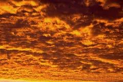 Avfyra i skyen Royaltyfria Bilder