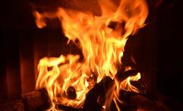 Avfyra i spis arkivbilder